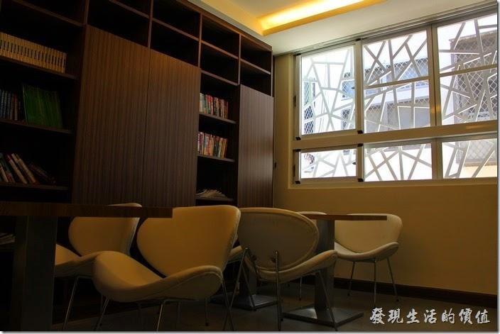 台南-L B_Coffee綠色咖啡廳。二樓的空間。