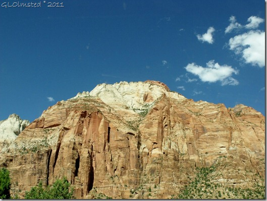 06 Monuments of sandstone Zion NP UT (1024x768)