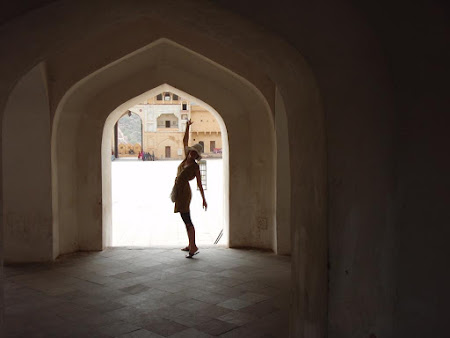 Obiective turistice Jaipur: Amber fort si boltile specifice
