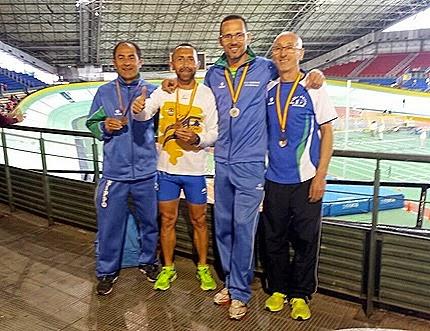 Nuestros medallistas en San Sebastian, Manuel Dominguez, Juan Hernandez y Jose Gonzalez, acompañados de Antonio Vazquez del Club Ohmio de Arahal