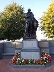 2008.09.26-020 statue de Pierre Simon