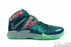 lebrons soldier7 power couple 06 web white The Showcase: Nike Zoom Soldier VII Power Couple (GitD)