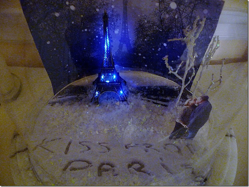 Paris Snow globe 019 (800x600)