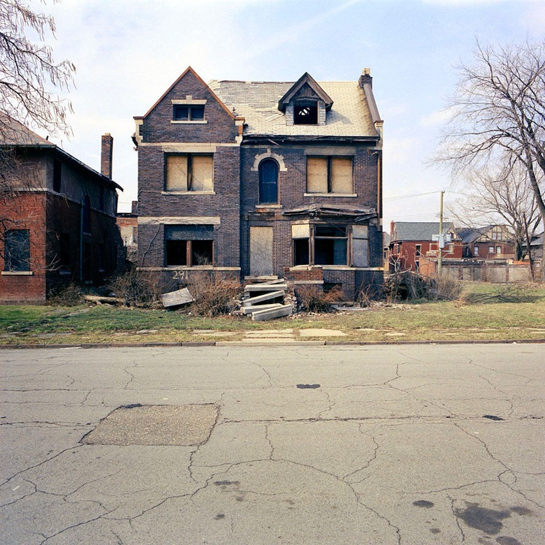 abandoned-detroit-homes2