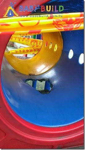 舊遊具管狀隧道破損