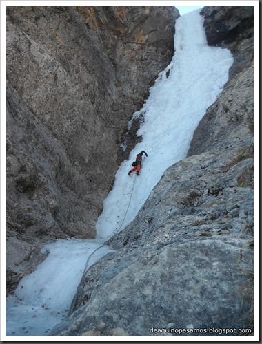 Cascada de Hielo de La Sarra 250m WI4  85º (Valle de Pineta, Pirineos) (Pep) 3305