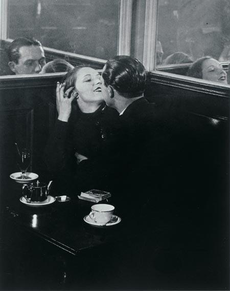 Brassaï - place d'italie 1932.jpg