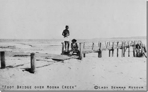 Footbridge-over-moona-creek