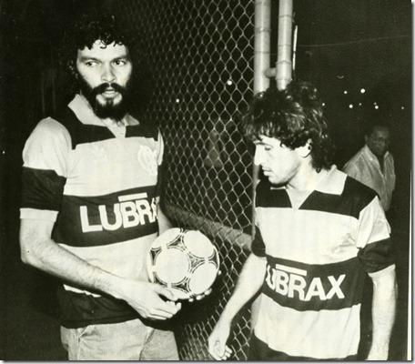 em-setembro-de-1985-socrates-e-zico-na-gavea-no-dia-em-que-o-doutor-chegou-ao-rio-para-atuar-no-flamengo-depois-de-atuar-na-italia-1315265972438_800x700