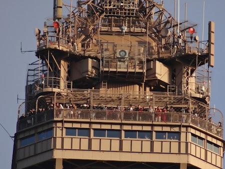 Obiective turistice Franta: varful turnului Eiffel
