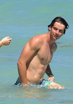 Patrick-Schwarzenegger-shirtless-4