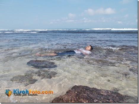 bermain ombak pantai watu kodok_05