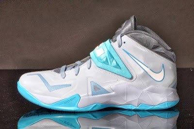 nike zoom soldier 7 gr armory blue 1 01 Nike Zoom Soldier VII in Light Armory Blue / White / Gamma Blue