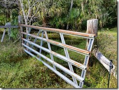 Leaning gate
