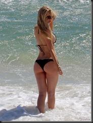 sophie-turner-bikini-butt-0128-13-675x900