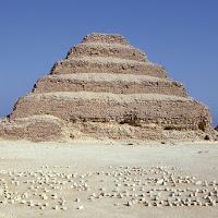 12.- Pirámide escalonada de Zoser
