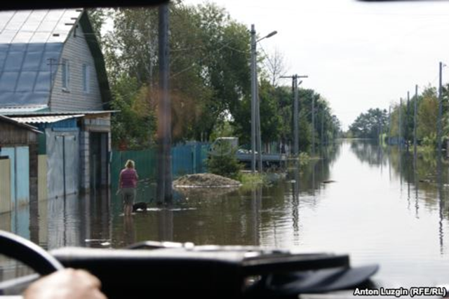 The level of the Amur River near the city of Khabarovsk in Russia's Far East reached a record high of 750 centimeters on 28 August 2013. Locals were evacuated and services halted in a number of regions, including the inundated village of Ust-Ivanovka in the Amur Oblast. Photo: Anton Luzgin / RFERL