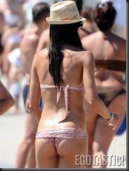 elisabetta-gregoraci-tiny-pink-bikini-in-porto-cervo-09-675x900