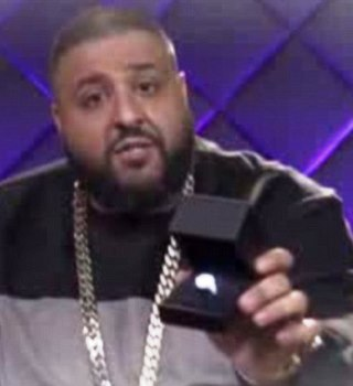 (SNM GIST) DJ KHALED PROPOSES TO NICKI MINAJ WITH $500K DIAMOND RING