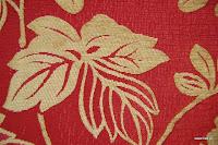 Tkanina obiciowa z efektem metalicznym w kwiaty. Czerwona, beżowa.