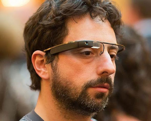 Sergey Brin co-fundador e ex CEO do Google utilizando o Project Glass em Evento na Califórnia