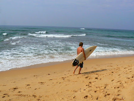 Plaje Sri Lanka: surferi la Hikkaduwa