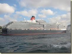 Queen Elizabeth Cruise Ship (Small)