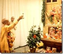 Shrila Prabhupada worshiping