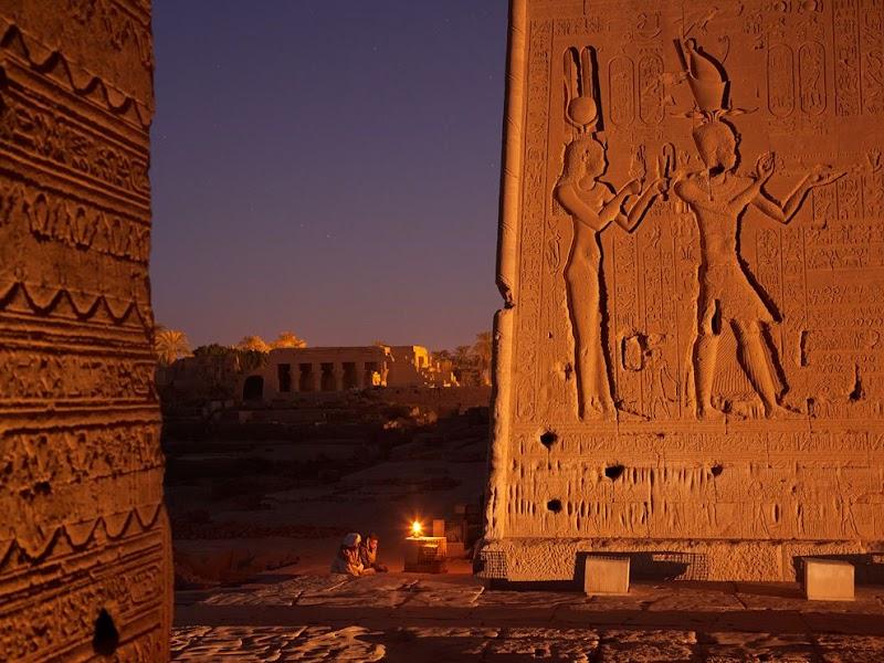 cleopatra-relief-dendera_37815_990x742.jpg