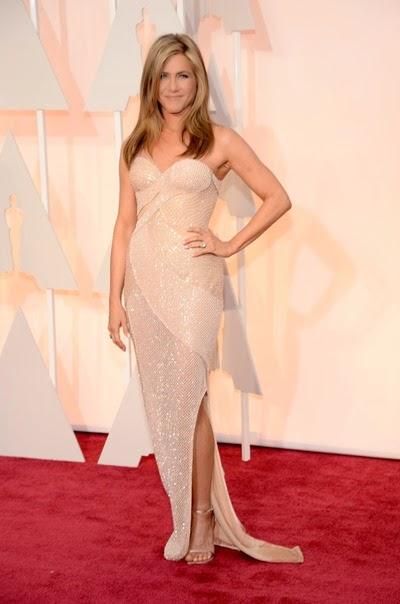 Jennifer-Aniston-Picking-Up-Emma-Stone-Oscars-2015