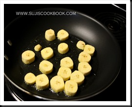 Banana pieces getting fried in ghee