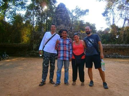 Francisco, Tim, Juliana y yo en Banteay Kdei, Angkor