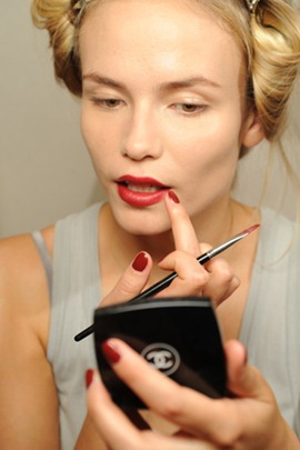 chanel fall2010 couture red lips make up 4