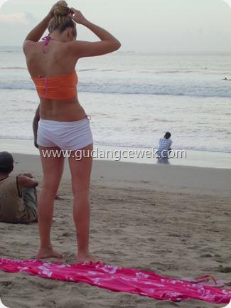 Foto Bule Bugil di Pantai Kuta Bali    gudangcewek.com