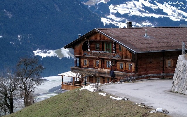 5-6251-Zillertal-Arena-ski_rw.jpg