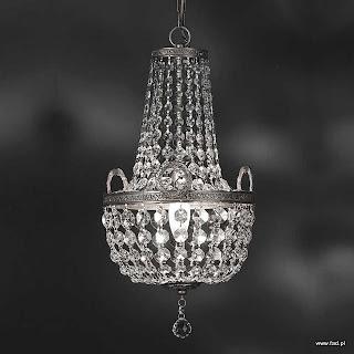 Żyrandol z kryształami. Wykończenie: nikiel. Wys 460 mm, Szer 250 mm, Światło 1 x 40W E14 typu świeca.