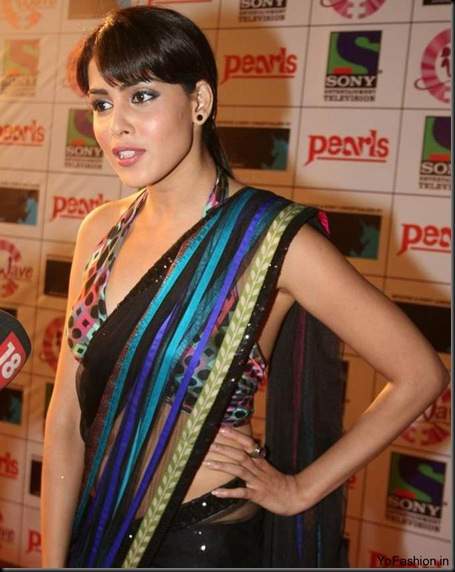 Genelia-in-Saree-navel