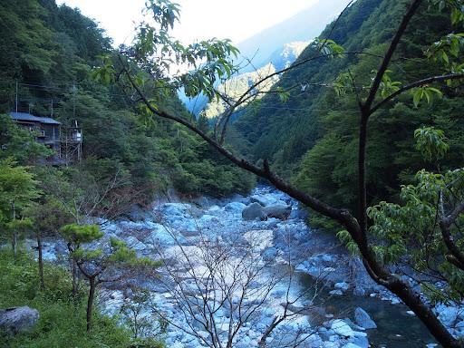 [写真]西山温泉のある渓谷