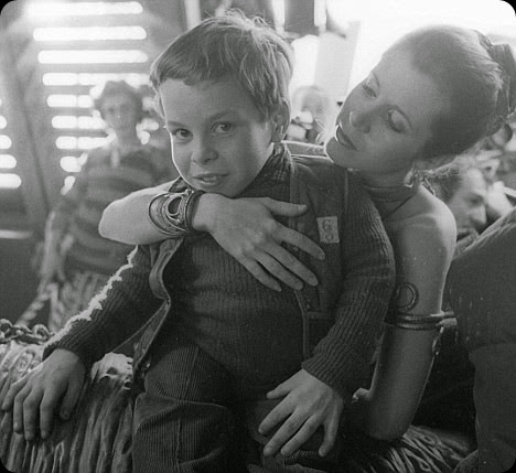 Carrie Fisher and Warwick Davis (Ewok Wicket) on the set of Return of the Jedi behind the scenes