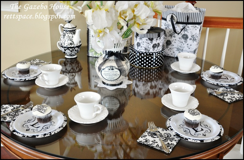 black & white damask table 020