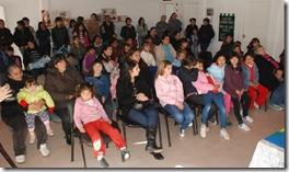 Juan Pablo de Jesús entregó anteojos a chicos con problemas oftalmológicos en el Centro Comunitario de Mar de Ajó Norte