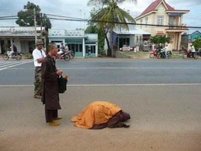 Đại Đức Thích Tâm Mẫn đã đến trung tâm Thủ đô Hà Nội (kèm video)