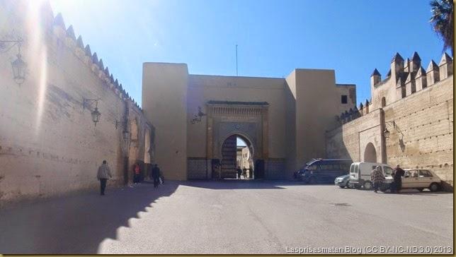 Puerta trasera del palacio