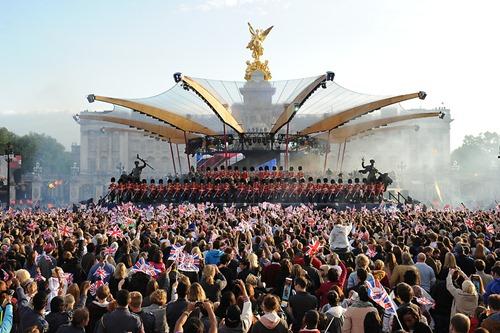 Концерт возле Букингемского дворца