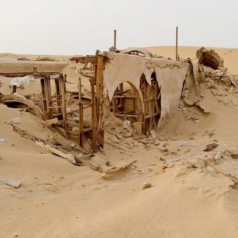 Photographer Tracks Down Abandoned Sets From Star Wars in Tunisia