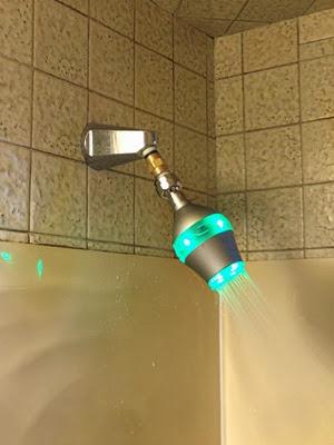 ducha inteligente avisa el consumo de agua