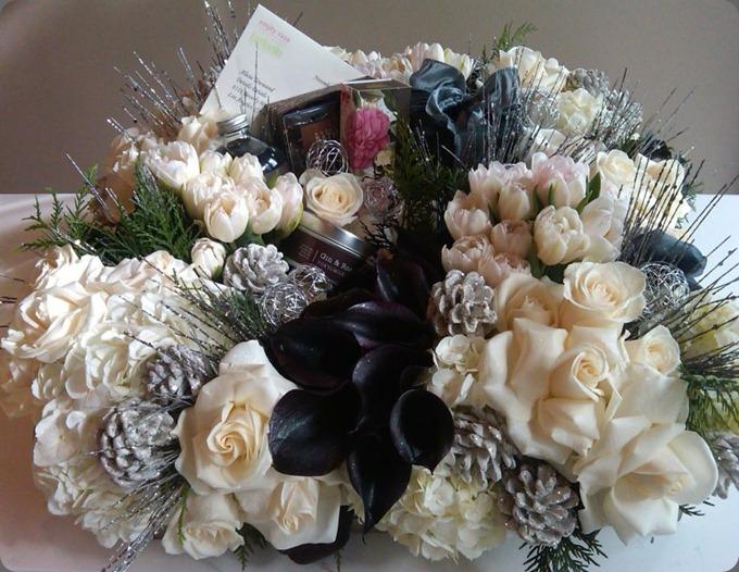 384489_311380598889427_300046011_n empty vase