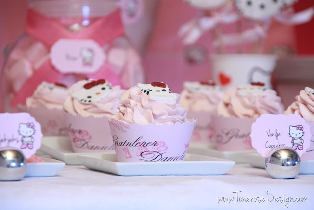 IMG_9301_rosa_kakebord_hello_kitty_dessertbord_bursdag