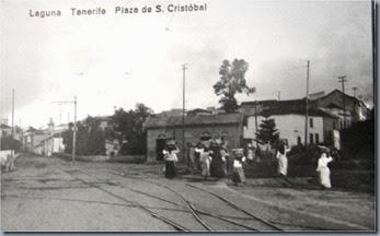 Gangocheras y lecheras esperando el tranvía en La Laguna