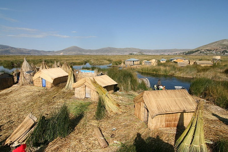 uros-floating-island-3